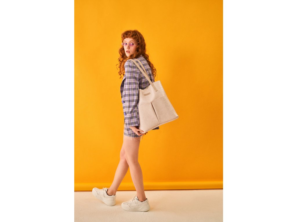 model (84587 offwhite front) 4