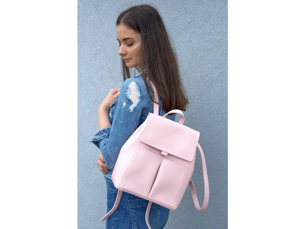 Světle růžový batoh Claudia Canova Flapover