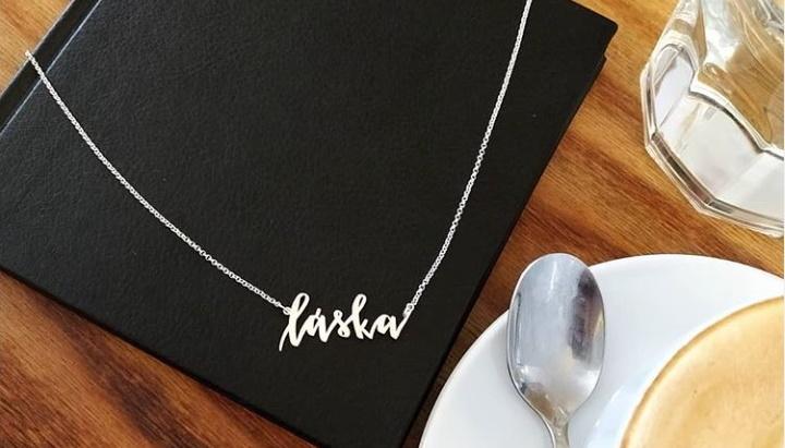 """Kolekce """"Psané s láskou. Doslova"""": Šperky, které se vám zapíší do života"""