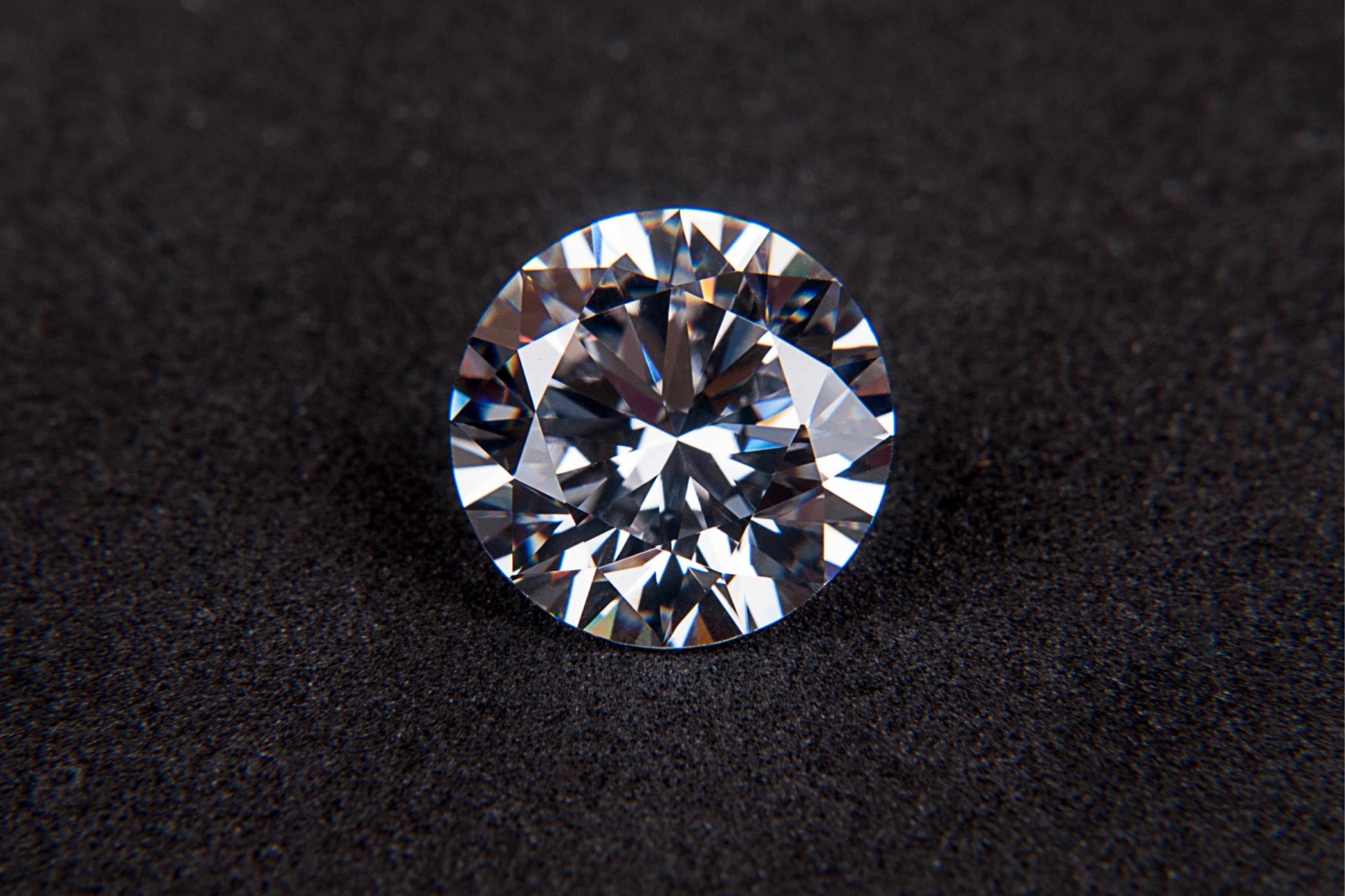 10 ZAJÍMAVOSTÍ o diamantech: Co mají společného s obyčejnou tužkou?