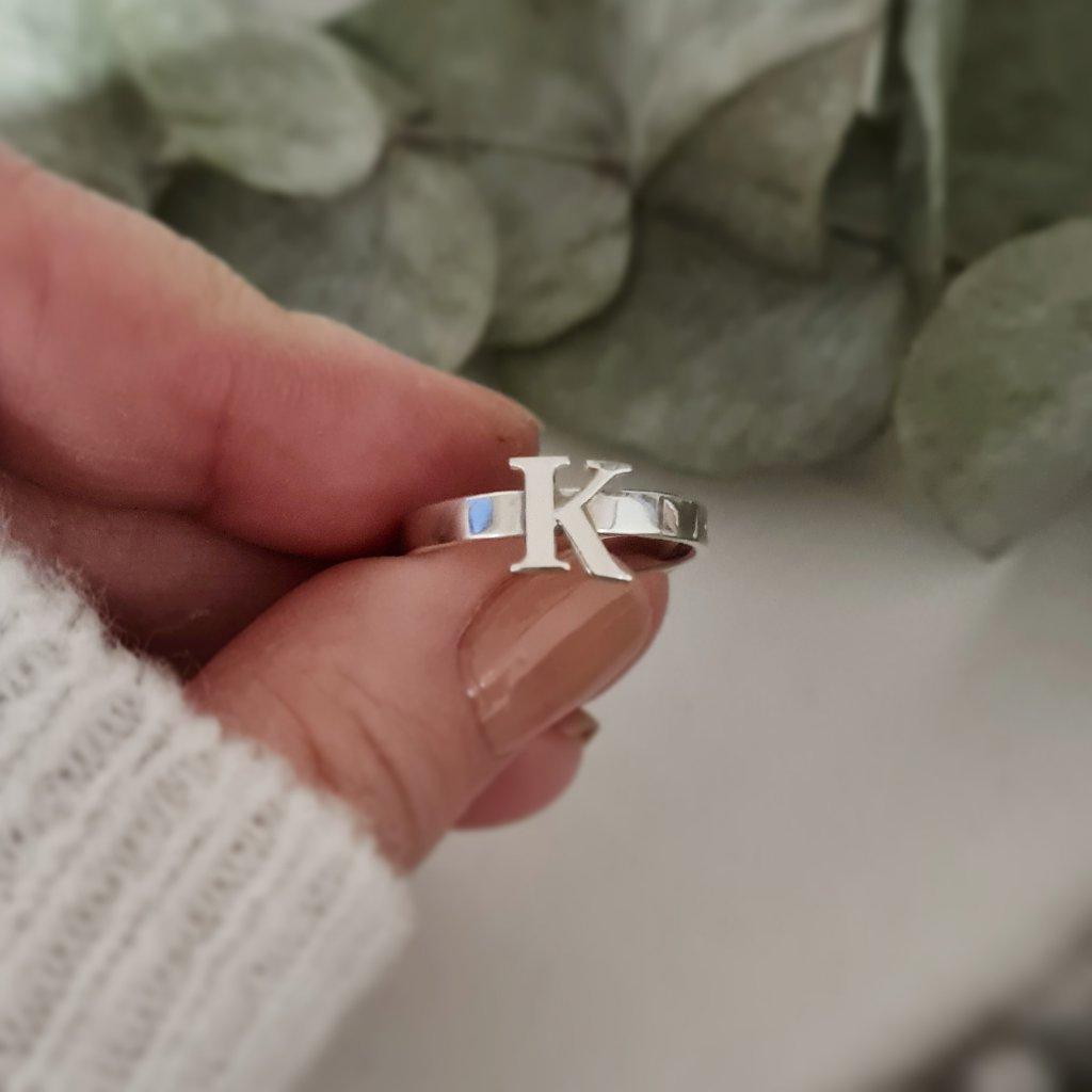 prsten s písmenem šperky LOOA