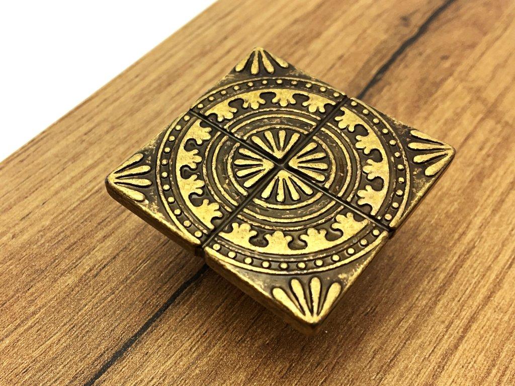 1481 nabytkova knopka sparta mosaz patina