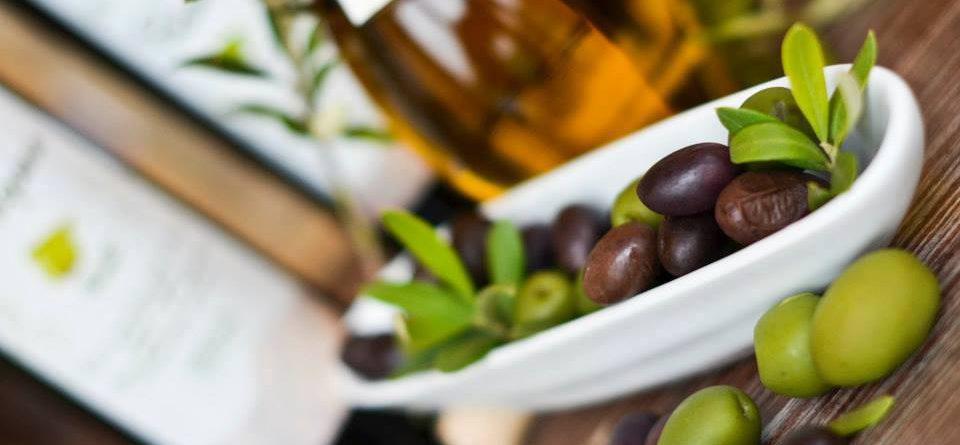 Mimo olivového oleje a oliv prodáváme také sladké arrope…