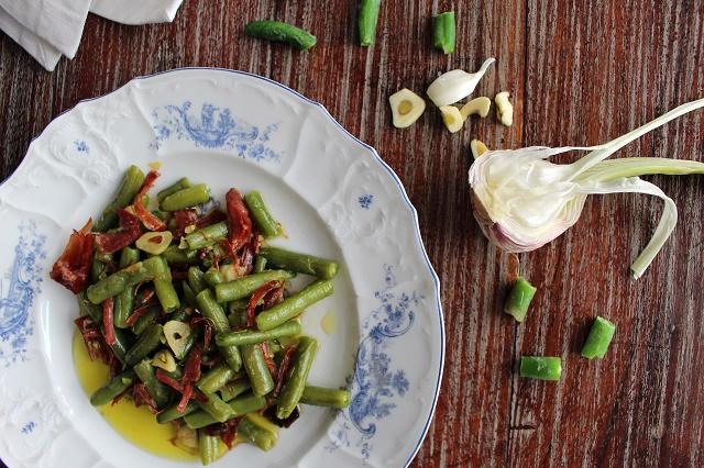 Přemýšlíte, na co použít náš sherry ocet v kombinaci s olivovým olejem? Carlos je dává třeba na zelené fazolky s jamónem.
