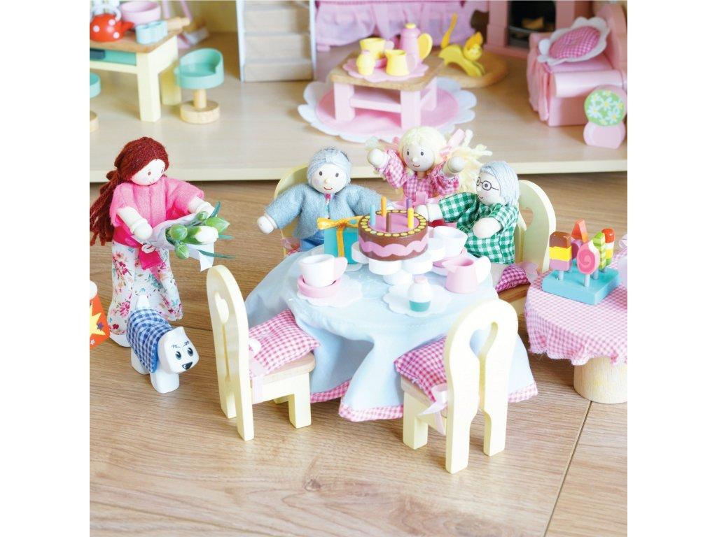 P053 Family Dolls House Wooden