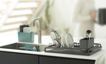 Kolekce Sink Side značky Brabantia - stylový pomocníci vám pomohou krok za krokem
