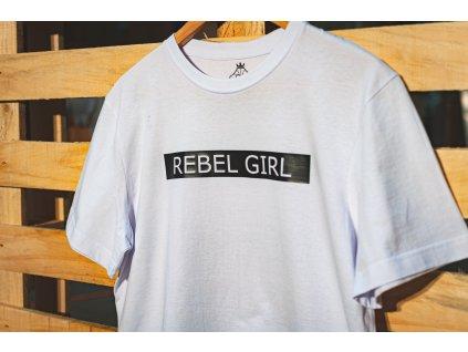 rebel girl cerny napis na palete vodorovne detail