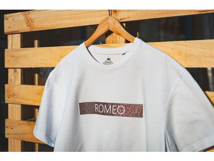 romeo diamond napis vodorovne detail