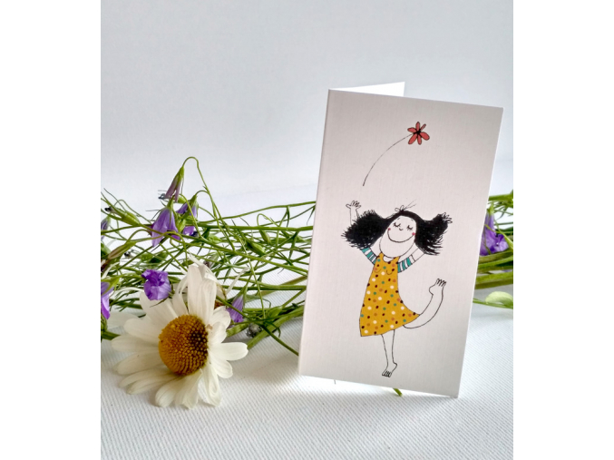 miniprani dívka s kvetinou