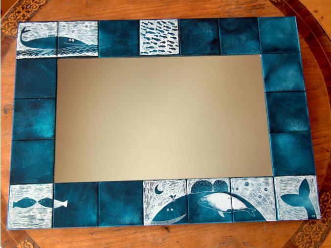 Zrcadlo s keramickým okrajem - Velrybí