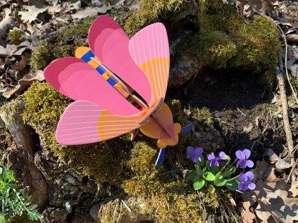 Růžová včelka ❤️ Studio ROOF _ Nástěnná dekorace do dětského pokoje typu Montessori pro děti 1 rok, 2 roky, 3 roky, 4 roky _ lupavkapse.cz