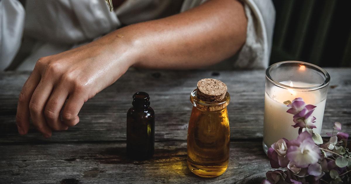 Prvá pomoc - esenciálne oleje v lete