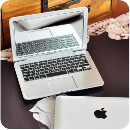 Súťaž o zrkadielko Macbook