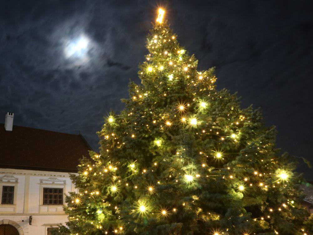 Vianočné osvetlenie na stromček