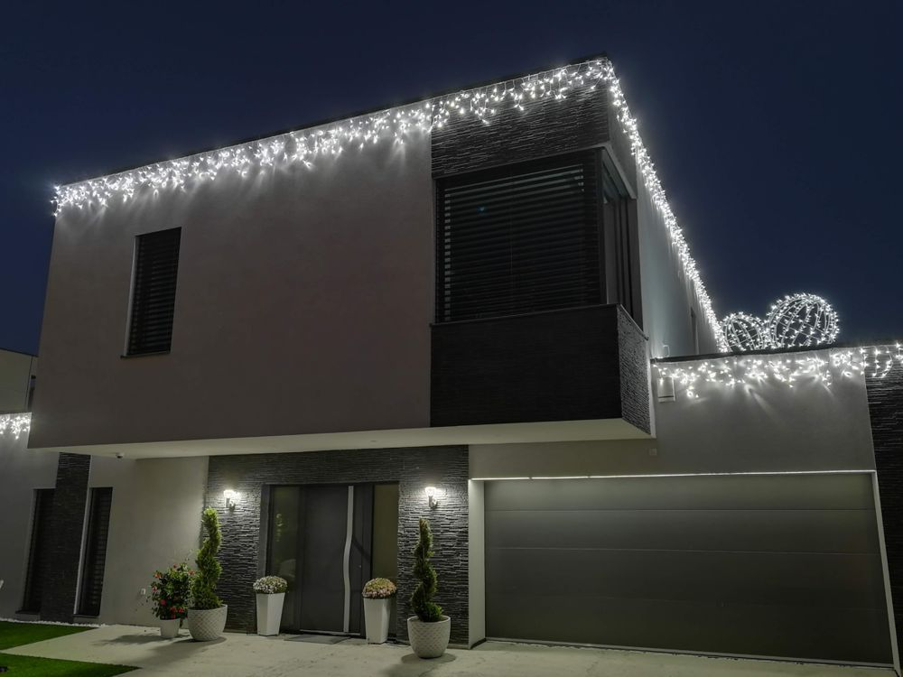 Vianočné osvetlenie na dom