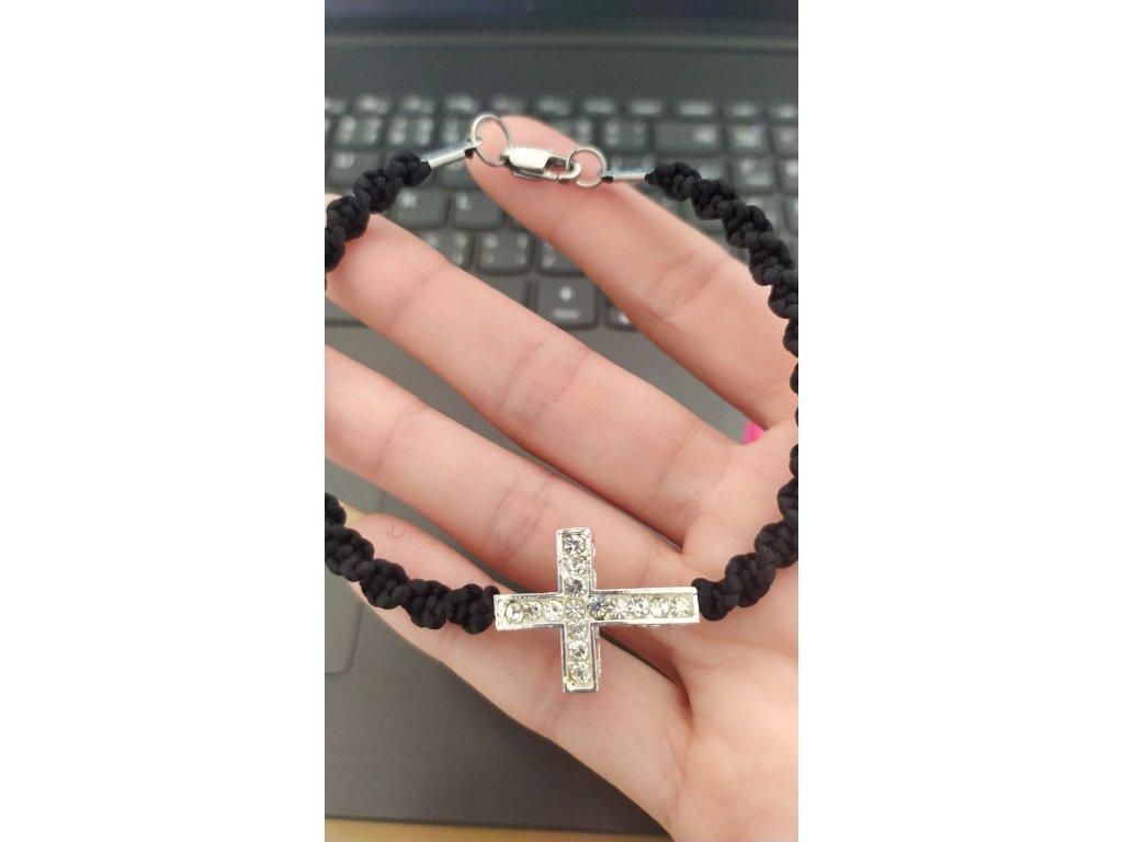 Elegantní provázkový náramek s křížkem