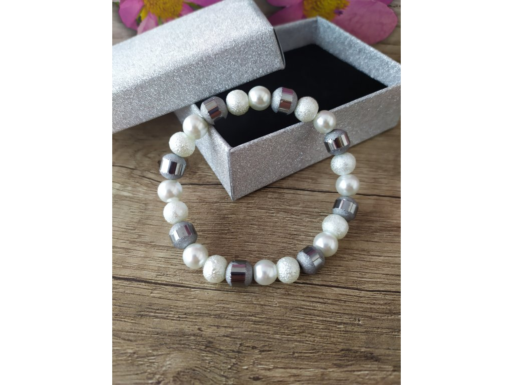 Elegantní náramek perlový bílý