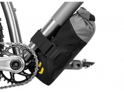 apidura backcountry downtube pack 1.8l on bike 1