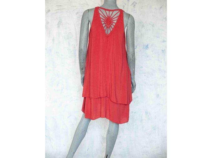 Volné šaty s vyšíváním