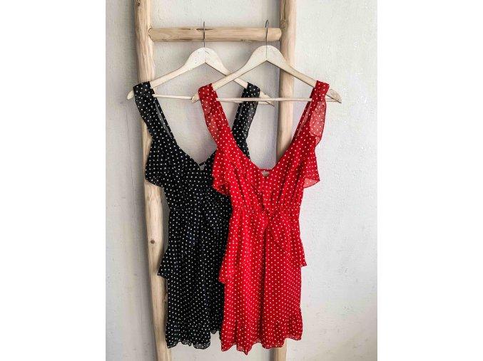 šaty s puntíky a volánky