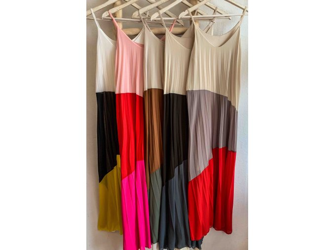 maxi plisované šaty