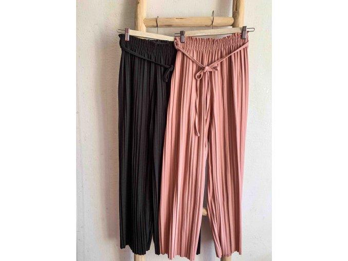plisované kalhoty