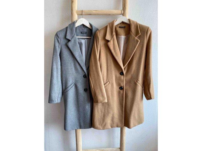kabát s knoflíky