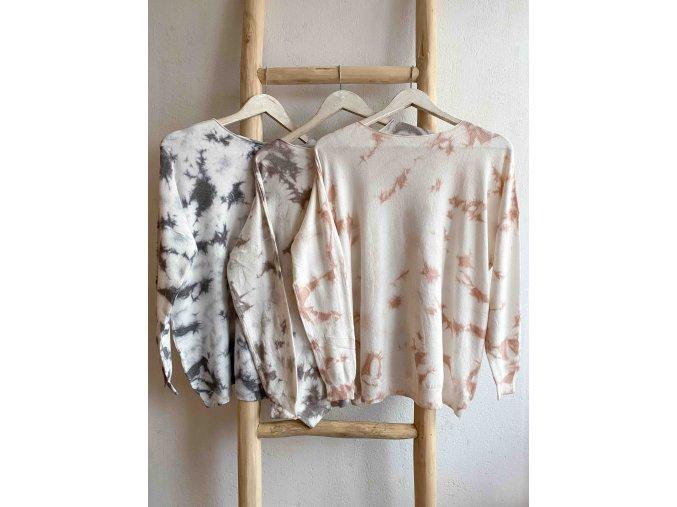 batikovaný svetr