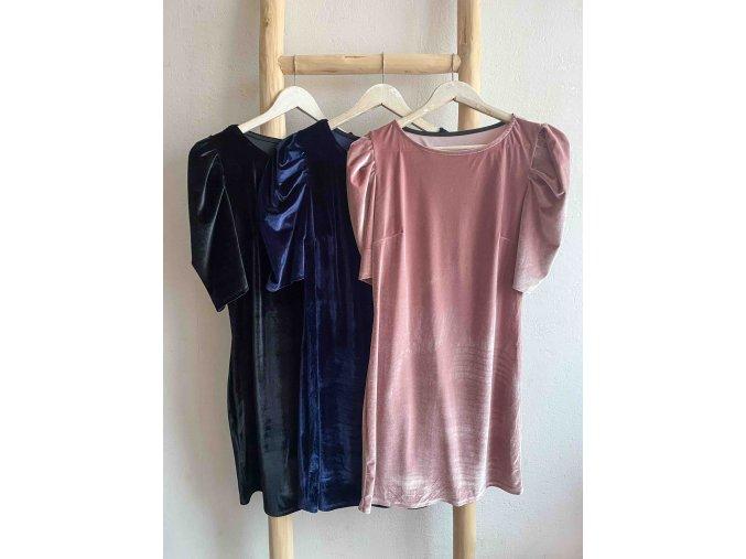 sametové šaty