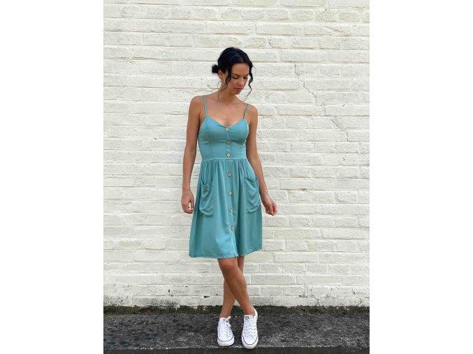šaty s kapsami