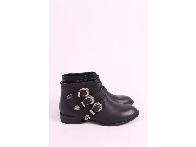 Kotníkové boty s přezkami