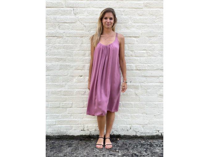 volné šaty Carla