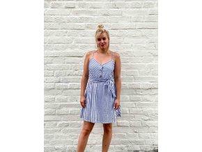 krátké šaty s proužky