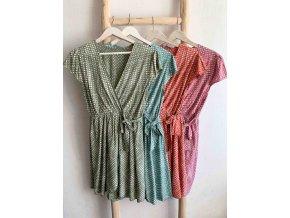 vzorované zavinovací šaty