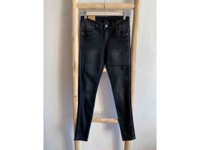 džíny se cvočky