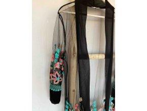 vyšívané kimono