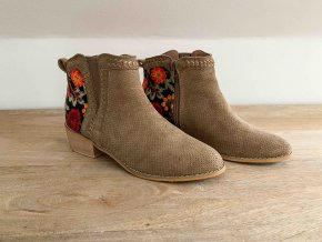 vyšívané kotníkové boty