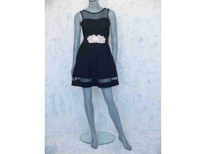 šaty s průhlednými prvky