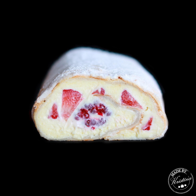 #Bílková roláda s jahodami