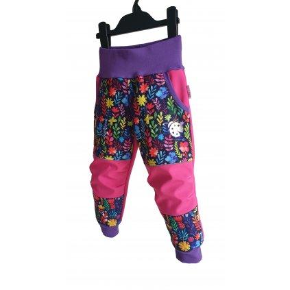 Softshellové kalhoty barevné kytky na růžové 1 predek