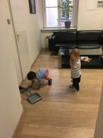 Děti se při sepisování smlouvy zabavily
