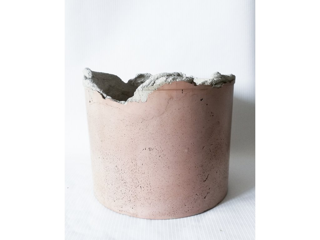 růžový betonový květináč