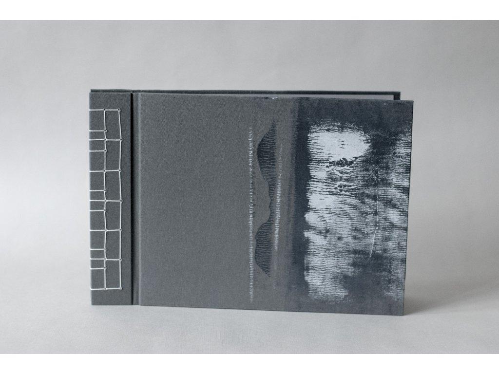 Ručně vázané fotoalbum
