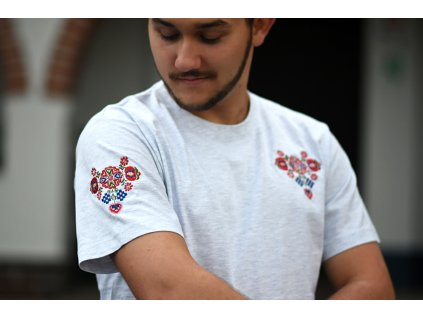 Pánské bílé tričko s malým rohovým ornamentem