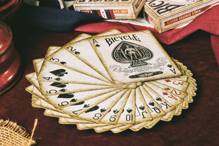 Bicycle 1900: Značené karty s nádechem historie
