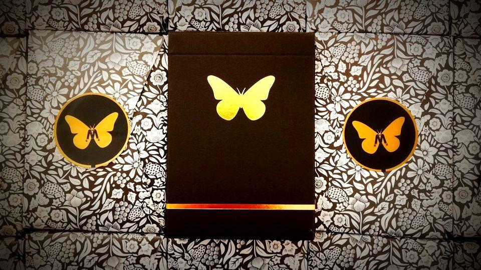 NOVINKY: Gold Butterfly A Red Dragon