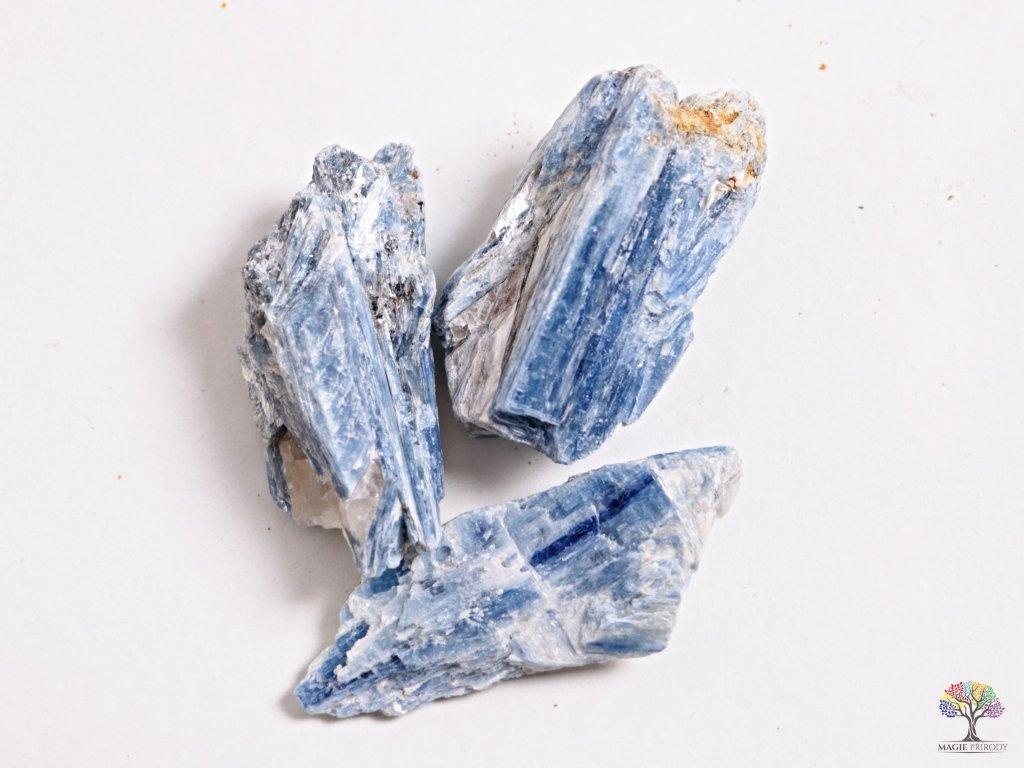 Kyanit surový 1 ks -  velikost 5 - 10 cm  + sleva 5% po registraci na většinu zboží + dárek k objednávce