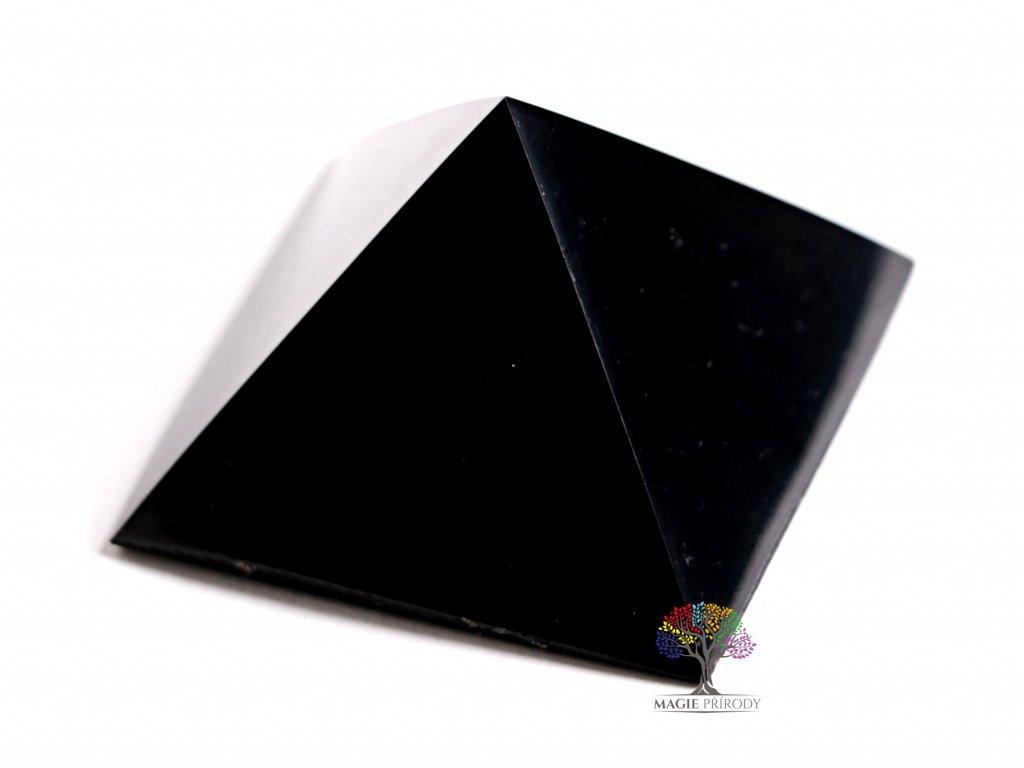 Šungit pyramida 4.5 x 4.5 cm - TOP kvalita - leštěná šungitová pyramida  + sleva 5% po registraci na většinu zboží + dárek k objednávce