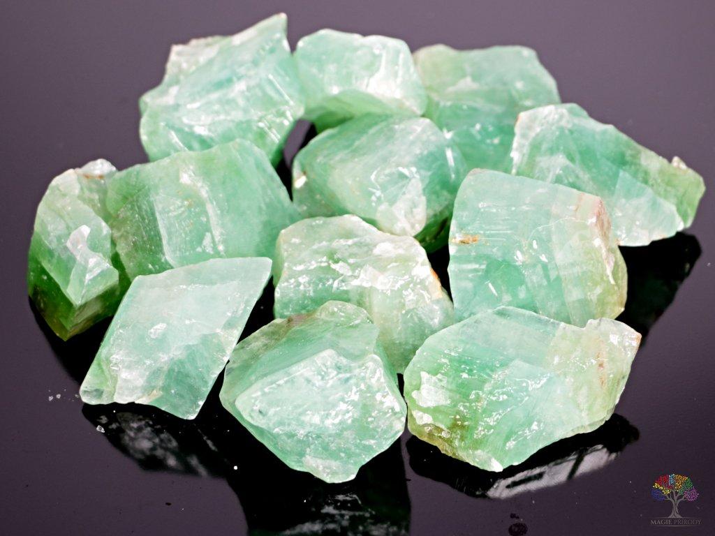Kalcit smaragdový - zelený surový 3 - 5 cm - 1 kg - Mexiko  + sleva 5% po registraci na většinu zboží + dárek k objednávce