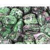 Tromlovaný kámen Rubín v Zoisitu XL velikost 25 - 40 mm - Brazílie